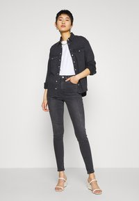 Topshop - JAMIE CLEAN - Jeans Skinny Fit - black denim - 1