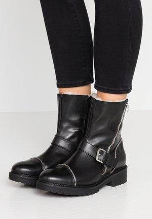 RUDIE - Kotníkové boty - black