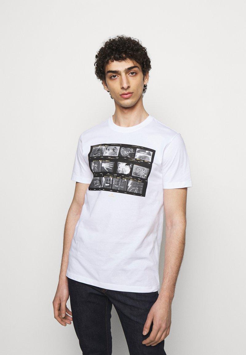 PS Paul Smith - MENS SLIM FIT NEGATIVES - Print T-shirt - white