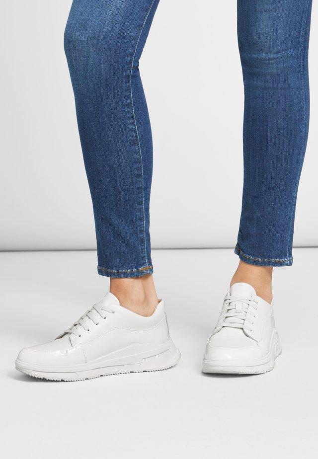 Trainers - urban white