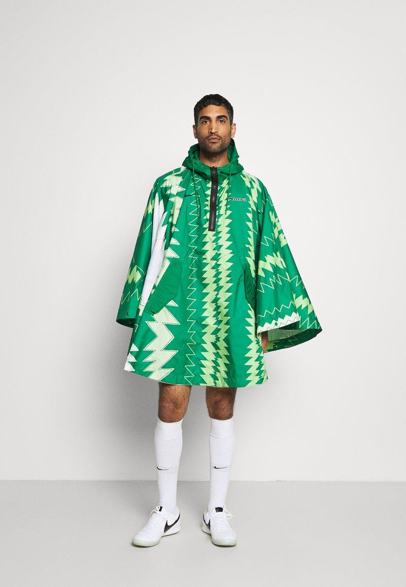 Nike Performance - NFF NIGERIA PONCHO - National team wear - pine green/sub lime/pure platinum/black