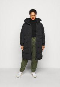 Pieces Curve - PCSEVIGNE PADDED JACKET - Winter coat - black - 1