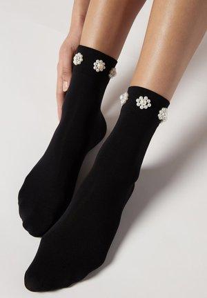 Socks - schwarz  black flower pearl appliqué