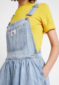 Calvin Klein Jeans - ICONIC DUNGAREE DRESS - Maxi dress - light stone - 5