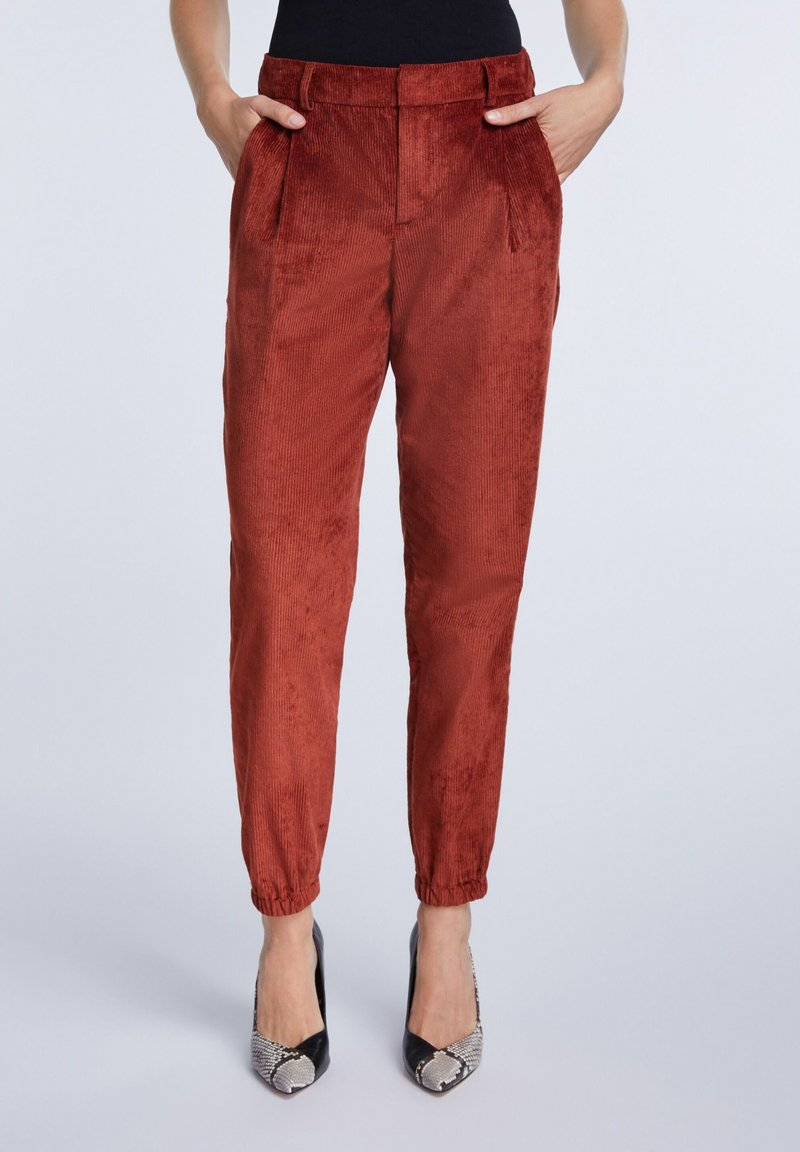 SET - Trousers - maroon
