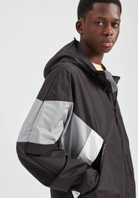 PULL&BEAR - Waterproof jacket - black - 3