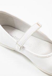 Melania - Ballerine con cinturino - white - 2