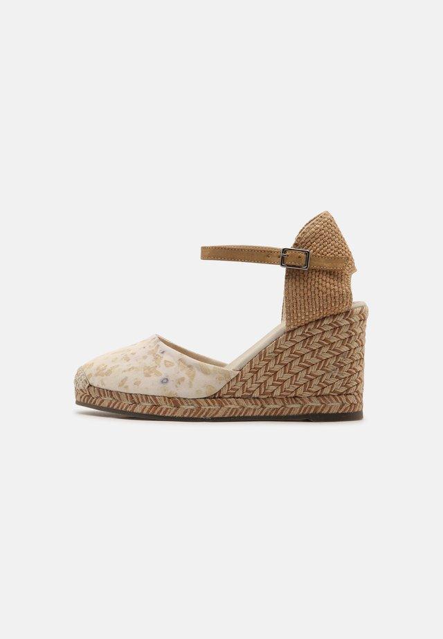 GLOBAL TERRA TINTE - Wedge sandals - eucalipto