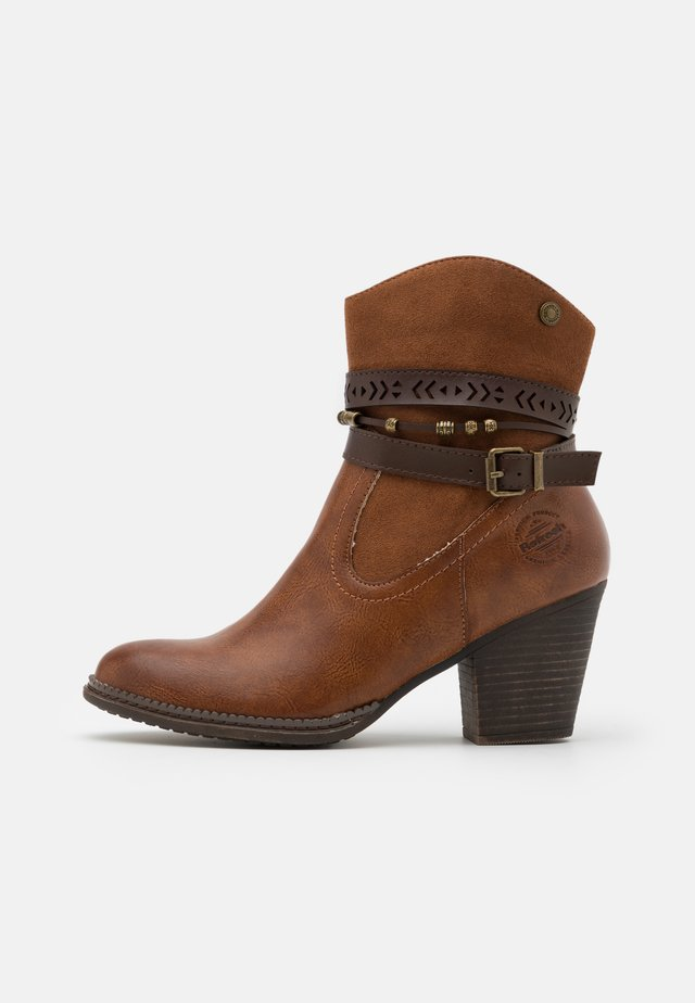 Classic ankle boots - camel