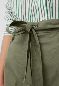 Marc O'Polo - PAPERBAG STYLE - Pantalon classique - clear fern - 4