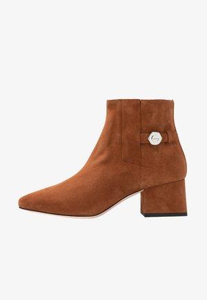 UPTOWN BOOTIE - Classic ankle boots - caramel café