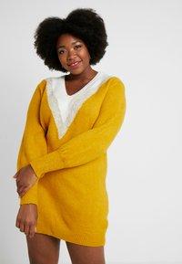 Simply Be - ELEVATED ESSENTIALS V-NECK DRESS - Strikket kjole - colour block chevron - 0
