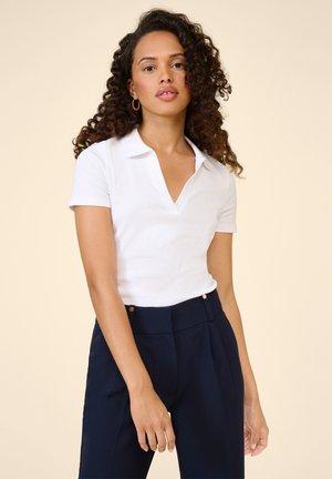 GERIPPTES - Polo shirt - weiß
