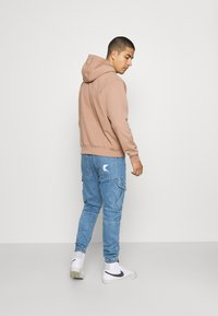 Karl Kani - PANTS - Jeans Tapered Fit - blue - 2