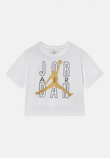 JORDAN AIR SHINE  - T-shirt z nadrukiem - white