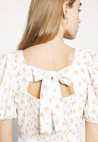Glamorous - TIE BACK MIDI DRESS WITH PUFF SHORT SLEEVES SQUARE NECKLINE - Kjole - white/pink - 4