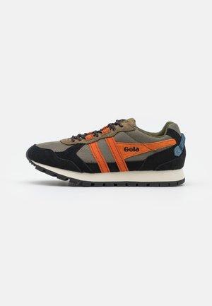 ALTITUDE - Trainers - khaki/black/moody orange