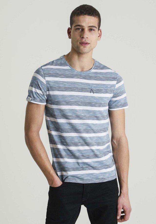 UNIVERSAL WIDE - Print T-shirt - blue