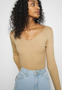 Even&Odd - BASIC- V-neck jumper - Svetr - sand - 5