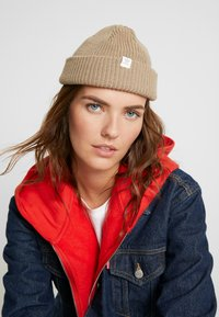 adidas Originals - SHORTY BEANIE - Pipo - trakha/white - 3