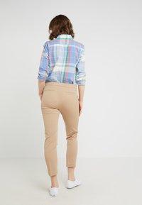 Lauren Ralph Lauren - LYCETTE PANT - Trousers - birch tan - 2