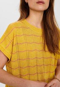 Nümph - NUDARLENE DARLENE - Print T-shirt - snapdragon - 2