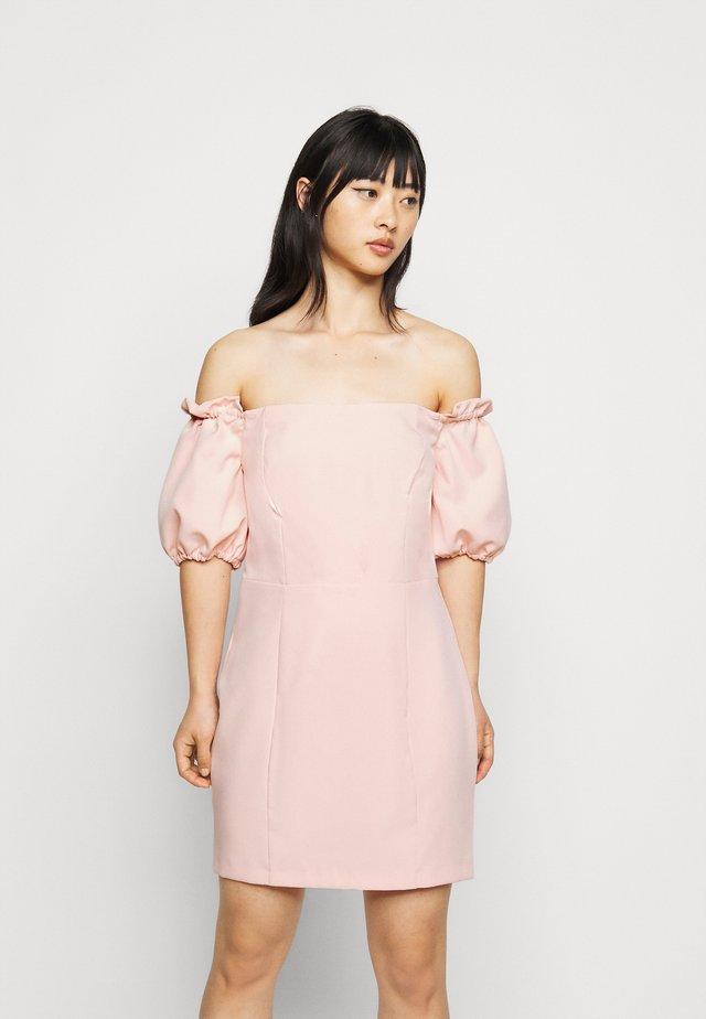 BARDOT STRUCTURED DRESS - Sukienka etui - blush