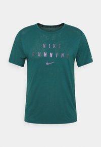 Nike Performance - RUNNING DIVISION MILER - Printtipaita - dark teal green - 5