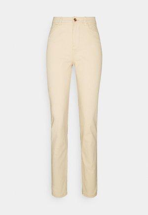 PCKESIA MOM ANK COLOUR - Straight leg jeans - beige