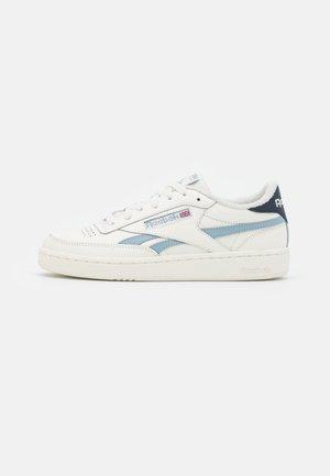 CLUB C REVENGE - Sneakersy niskie - chalk/gable grey/vector navy
