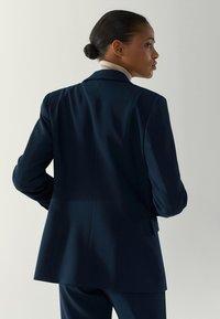 Massimo Dutti - MIT EINEM KNOPF - Blazer - blue-black denim - 2
