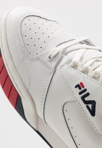 Fila - NETPOINT - Sneakers laag - white/navy/red - 5