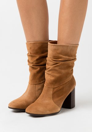 AGATA - Classic ankle boots - sella