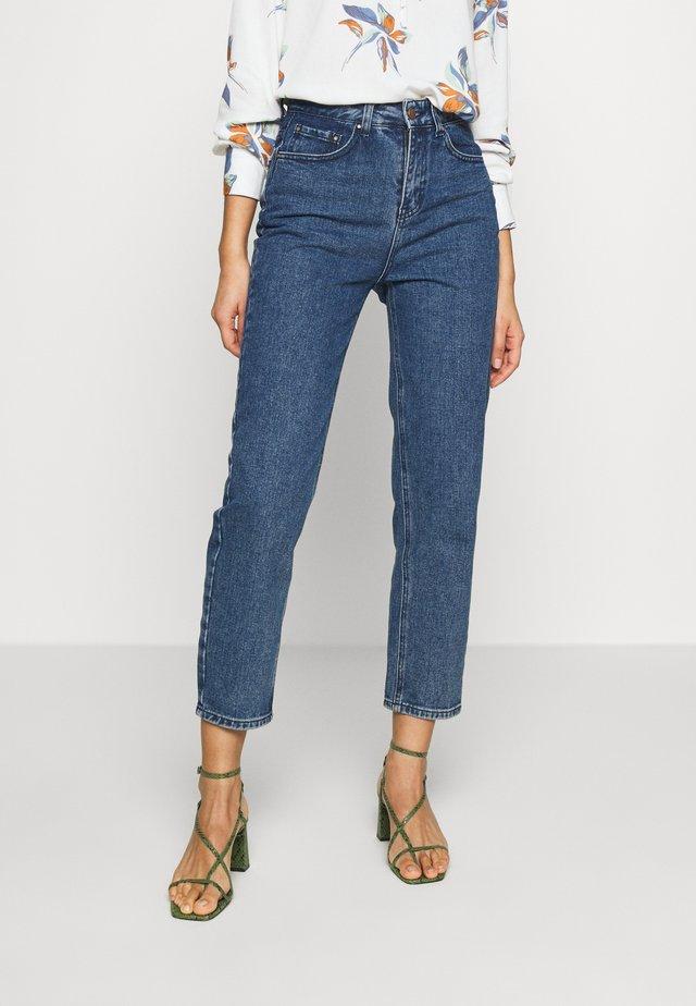 STRAIGHT CAMOMILLE - Jeans a sigaretta - dark denim