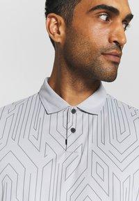 Oakley - HALF LEADER - Polo shirt - lunar rock - 6