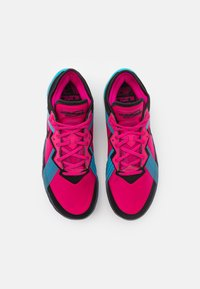 Nike Performance - LEBRON XVIII LOW - Basketball shoes - fireberry/black/light blue fury - 3