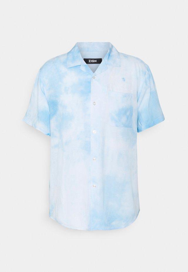 UNISEX - Shirt - white/light blue