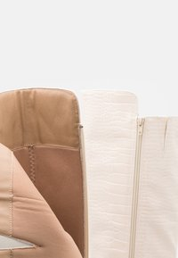Missguided - FLARED HEEL BOOT - Over-the-knee boots - cream - 5