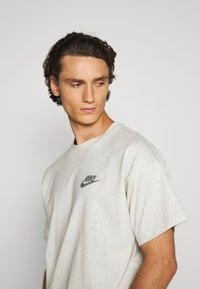Nike Sportswear - T-shirt basique - multi-color/white - 3