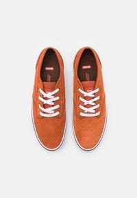 Globe - MOTLEY - Sneakers laag - cinnamon/white - 3
