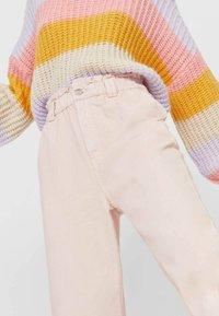Stradivarius - TWILL-BAGGY - Slim fit jeans - pink - 3