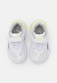 Puma - 90S RUNNER AC UNISEX - Neutral running shoes - white/peacoat - 3