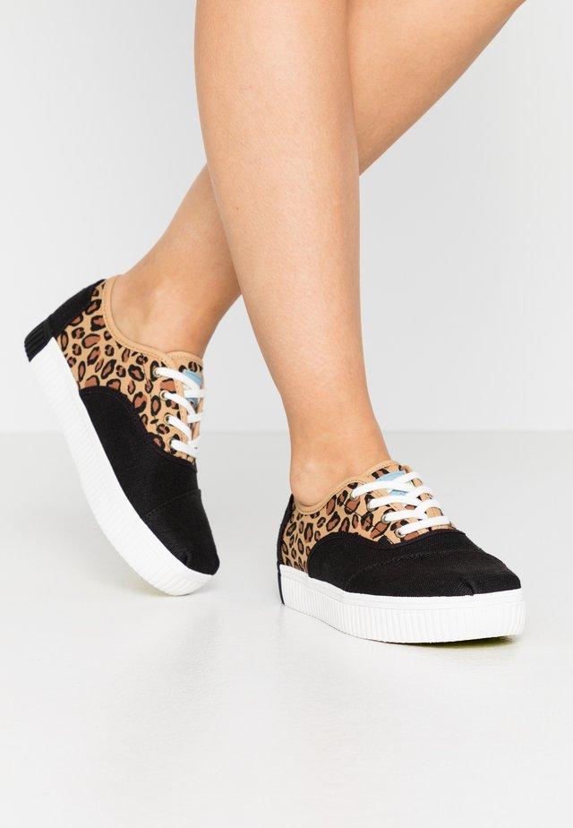 CORDONES INDIO - Sneakers laag - black