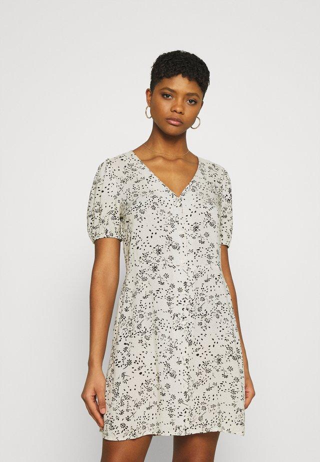 JDYSTAAR LIFE SHIRT DRESS - Vestido informal - tapioca/black