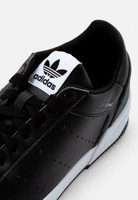 adidas Originals - COURT TOURINO - Trainers - core black/white - 5