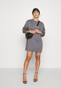 Missguided Petite - OVERSIZED DRESS WASHED - Day dress - charcoal - 1