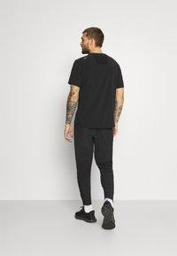 Nike Performance - ELITE PANT TRAIL - Pantalones deportivos - black/white - 2