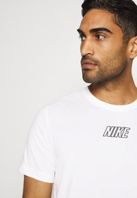 Nike Performance - TEE - Camiseta estampada - sail - 3
