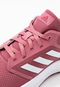 adidas Performance - GALAXY  - Neutrale løbesko - trace maroon/footwear white/red - 5