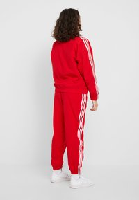 adidas Originals - ADICOLOR SPORT INSPIRED NYLON JACKET - Windjack - scarlet - 2